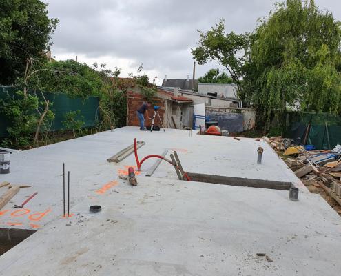Construction d'un pavillon à Vitry-sur-Seine (94) : coulage de la dalle pour la réalisation d'un plancher