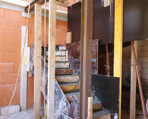 Construction d'un pavillon à Vitry-sur-Seine (94) : réalisation d'un escalier en béton sur-mesure