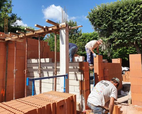 Construction d'un pavillon à Vitry-sur-Seine (94) : élévation des murs en Bio'Bric Thermo+