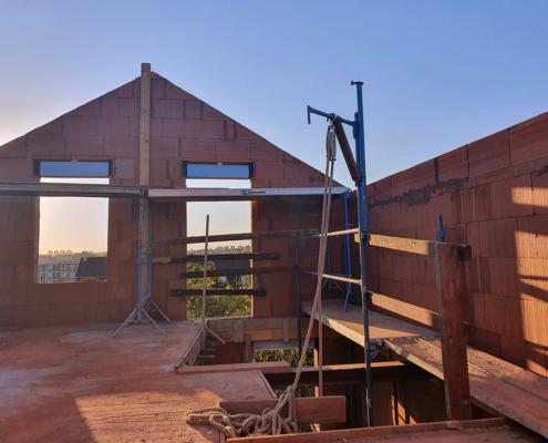 Construction d'un pavillon à Vitry-sur-Seine (94) : élévation d'un pignon en Bio'bric Thermo+