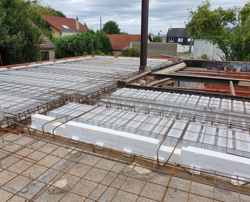 Construction d'un pavillon à Vitry-sur-Seine (94) : réalisation d'un plancher avec rupteurs thermiques