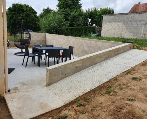 Réalisation d'une terrasse avec mur de soutènement à Briis-sous-Forges (91)