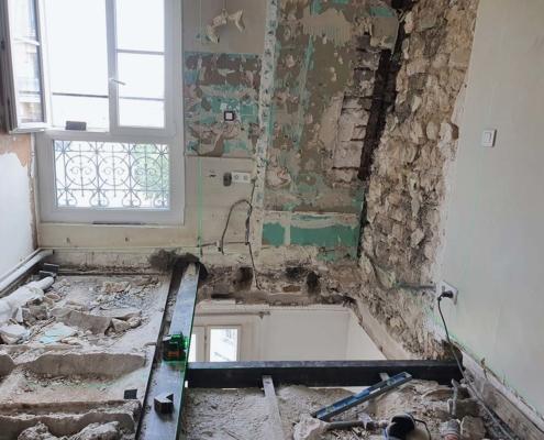 Ouverture d'une trémie pour escalier dans un appartement à Paris