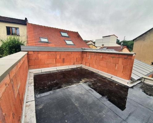 Construction d'une extension avec toit plat avec étanchéité pour un pavillon à Romaiville (93)